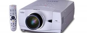 der professionelle Projektor mit einem Motor-Zoom/-Fokus sowie Lens-Shift
